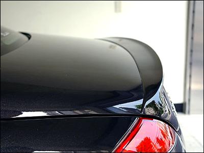 4. Vinge lackad i bilens färg till baklucka